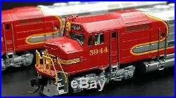 Kato N-scale ATSF El Capitan train with DCC/Sound Athearn FP45 locomotives